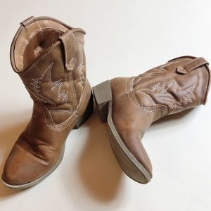 Boys cowboy boots in brown. Size 13